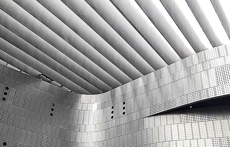 VESTÍBULO DEL MUSEO DEL AUTOMÓVIL (TURÍN)